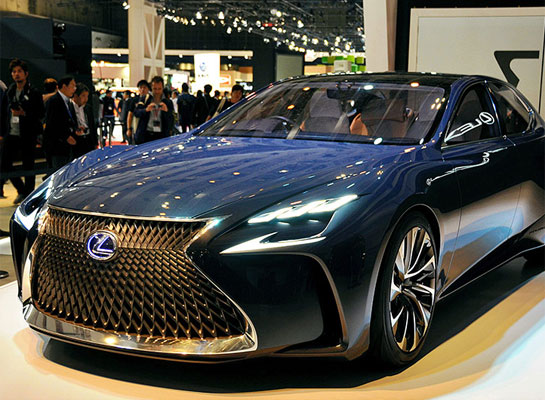Lexus exhibits prototype fuel-cell car