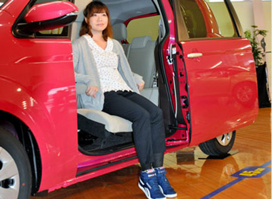 Toyota develops seat that improves access for elderly passengers